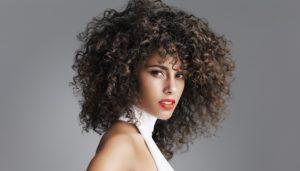 Come curare al meglio capelli ricci
